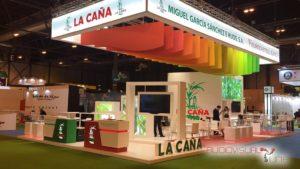 Montaje de audiovisuales en el stand de La Caña en la feria Fruit