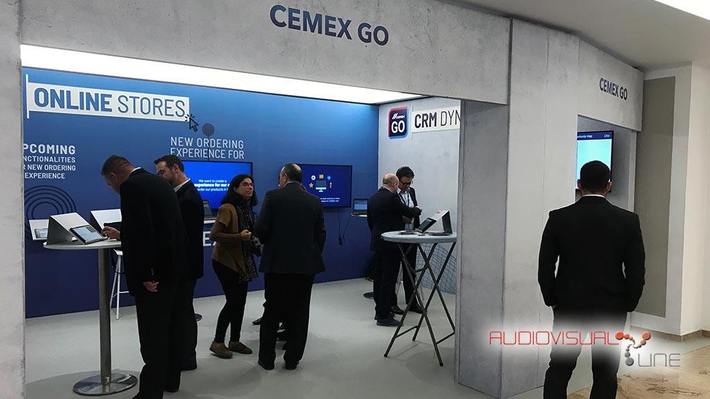 Montaje de pantallas para los stands del evento Cemex